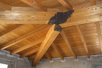Fornitura e montaggio di strutture in legno